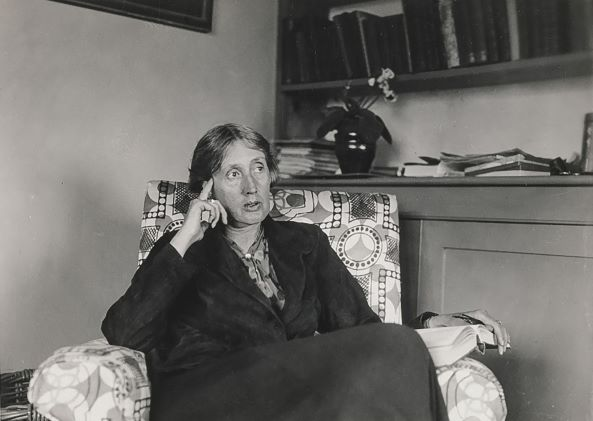 Virginia Woolf: inquietante leveza no voo pelas palavras