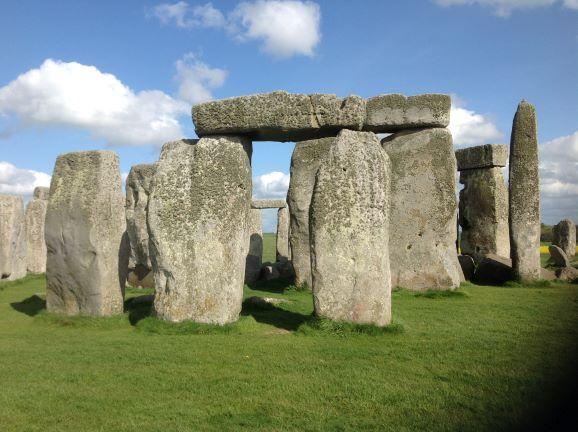 O solstício em Stonehenge dentro da sua casa hoje