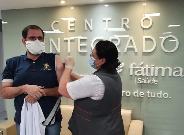 Operadora de plano de saúde vacina integrantes da linha de frente
