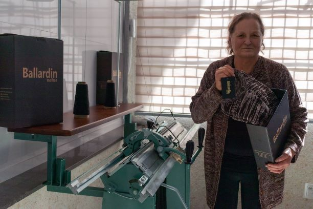 Em homenagem ao Dia das Mães, malharia da Serra relança peça mais vendida de 1979