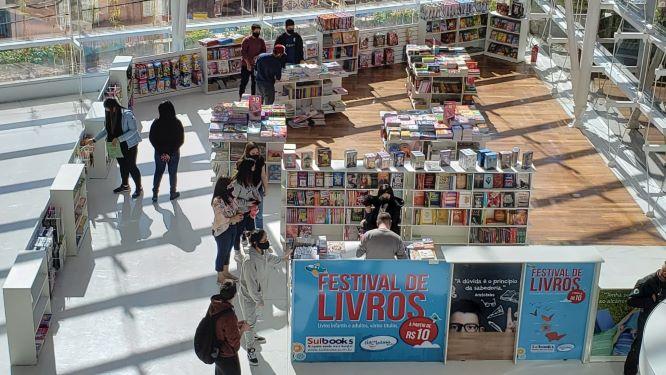 FESTIVAL DE LIVROS atrai leitores de todas as idades