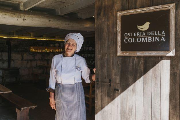 Há 20 anos, Dona Odete encanta turistas da Serra Gaúcha com as colombinas
